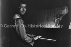 1020-Woman-at-Piano-1020