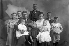 1083-Family-Portrait44B8CF
