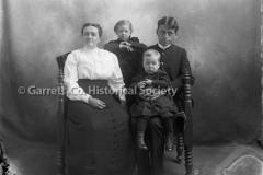 1087-Family-Portrait-1087