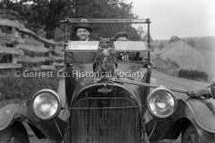 1149-Owl-on-Car-Hood44B922