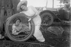 1332-Women-in-Tire-185A