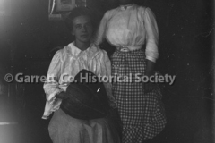 1352-Two-Women-Plate44B9F1
