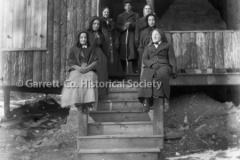 1400-Amish-Women-on-44BA22