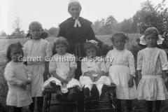 1446-Amish-Woman-S44BA51