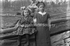 1486-Mother-Girls-La44BAB6