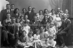 1907-Large-Family-Po44BCA2