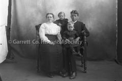 1915-Mennonite-Family-775A