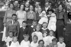 2044-Mennonite-Famil44BF17