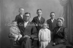 2174-Mennonite-Family-35B