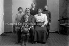 2318-Family-Portrait-178B