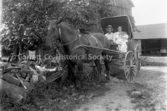 0246-Family-in-Horse44B363