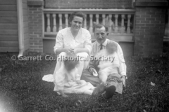 0468-Family-on-Lawn-468
