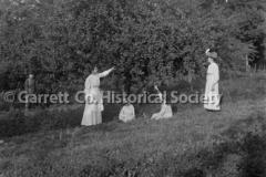 0566-Women-Picking-A44B49D