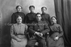 0664-Mennonite-Famil44B5B8